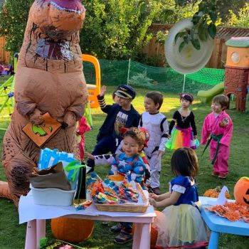 Mr.Dinosaur-and-kids-in-Halloween-party